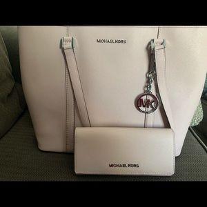Like New Michael Kors Tote & wallet